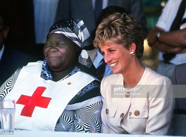 Tính cách thân thiện của cô ấy là lý do tại sao cô ấy được gọi là nữ hoàng trong trái tim của người dân.