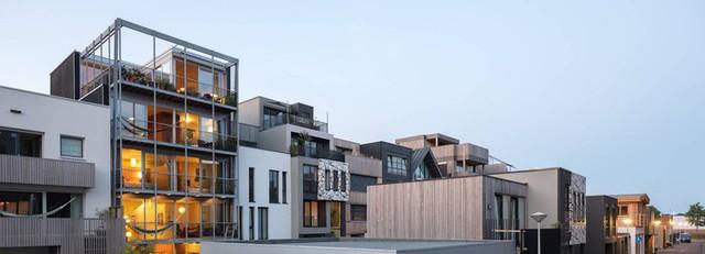 Khi từ khi lên ý tưởng, ngôi nhà mang tên 3 Generation House đã mang trách nhiệm phải là không gian sống ấm cúng, tiện nghi và đáp ứng được nhu cầu của từng thành viên trong đại gia đình. Từ đó ngôi nhà 5 tầng được hình thành với thiết kế đơn giản, kết nối chặt chẽ với thiên nhiên.
