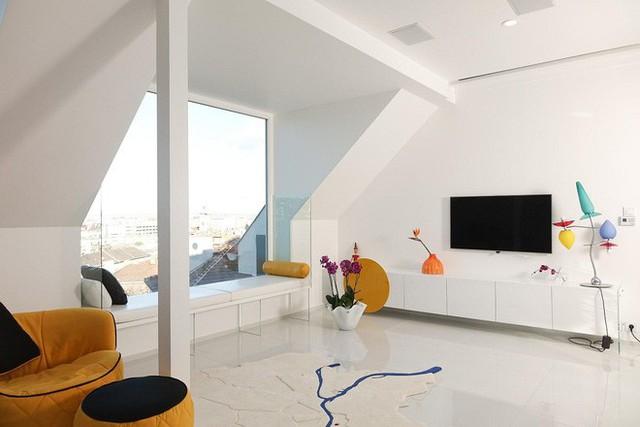 Với màu trắng tinh đến từ toàn bộ các bức tường đã mang lại một hơi thở trong sáng cho toàn bộ ngôi nhà.