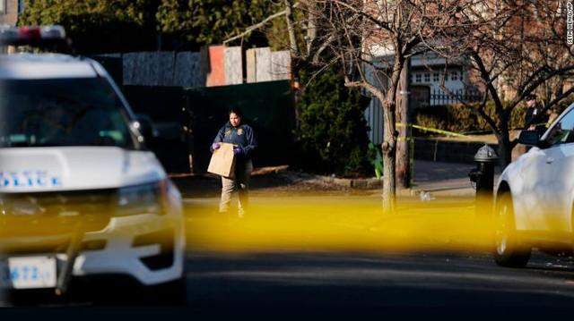 Cảnh sát phong tỏa hiện trường vụ sát hại.