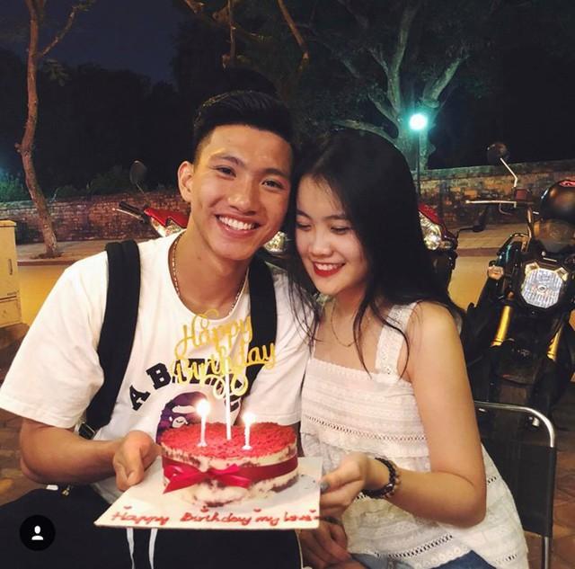 Đoàn Văn Hậu công khai tình yêu với bạn gái bằng tuổi vào sinh nhật năm ngoái
