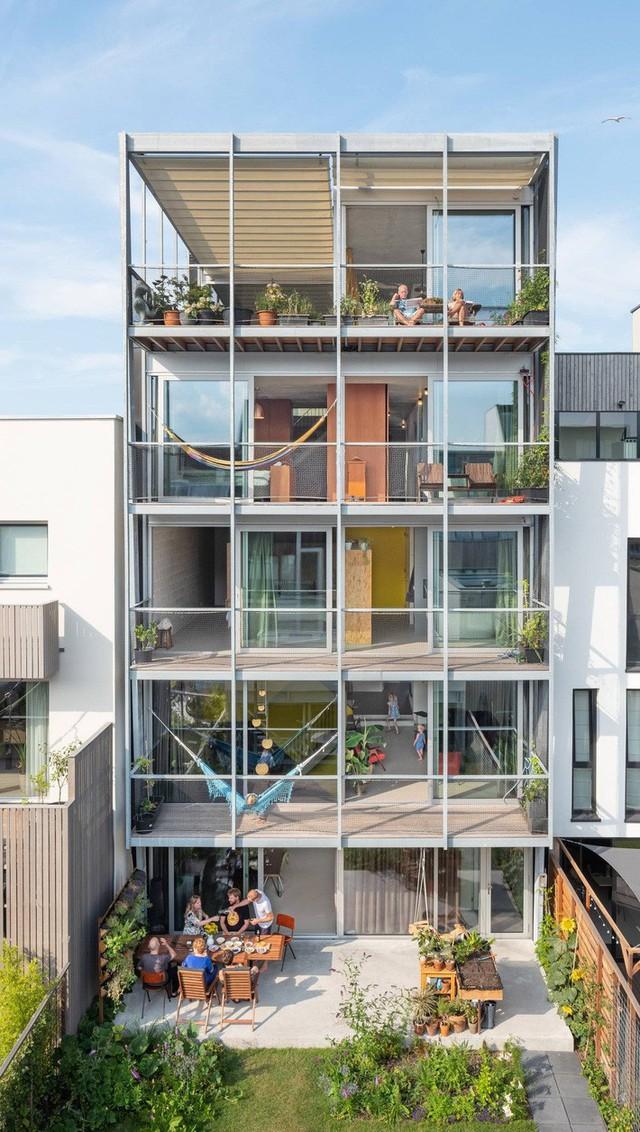 Ngôi nhà có những không gian riêng phù hợp cho từng thế hệ.