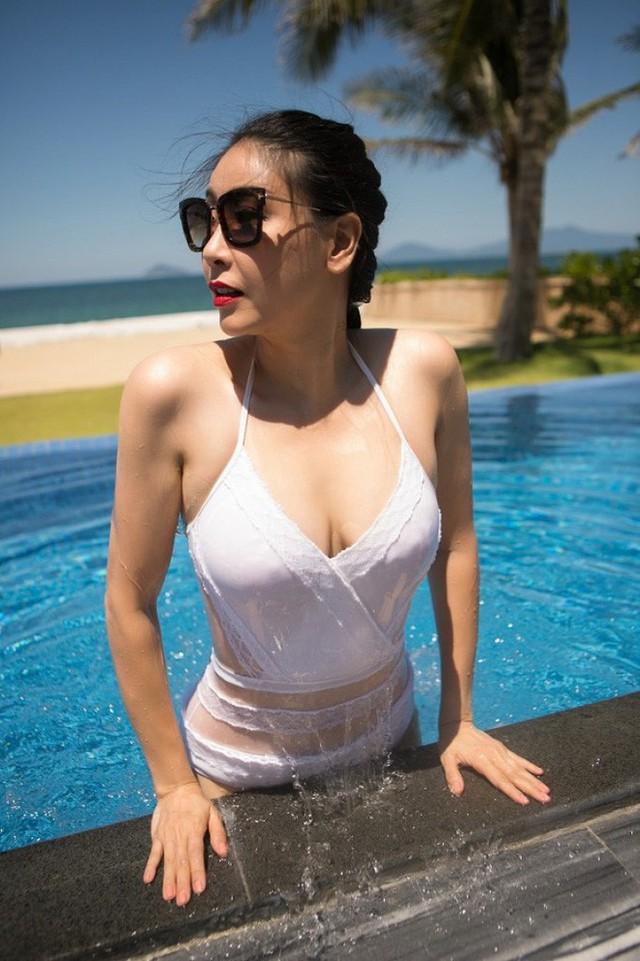 Bên cạnh gia thế khủng và những sóng gió ít có Hoa hậu nào gặp phải, Hà Kiều Anh cũng được xem là Hoa hậu có cảnh nóng táo bạo nhất trên phim ảnh.
