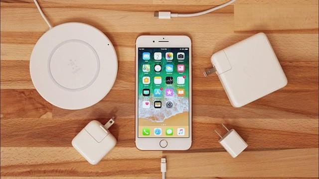 Dù iPhone mặc định không được trang bị sạc nhanh, người dùng vẫn có thể tăng tốc nạp năng lượng cho smartphone này bằng một số cách khác nhau. Ảnh:  Apple Insider.