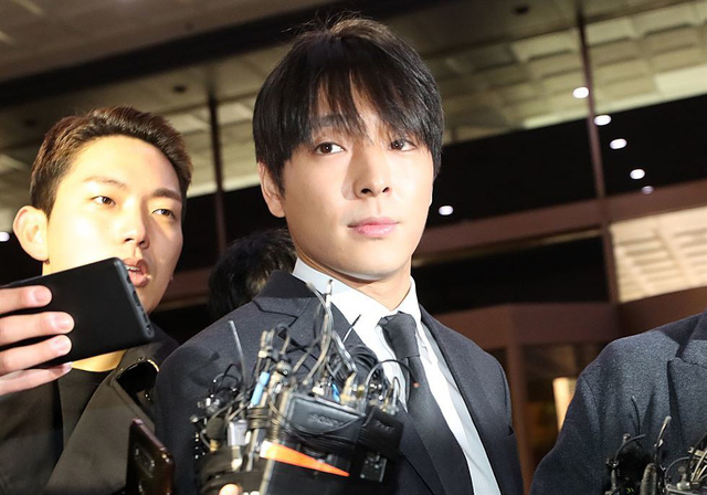 Choi Jong-hoon, một thành viên của ban nhạc FT Island, xuất hiện tại trụ sở Cảnh sát Seoul hôm thứ Bảy vì nghi ngờ quay video những người phụ nữ mà anh ta quan hệ và chia sẻ trong nhóm chat 8 người. Nhóm chat bị lộ khi cảnh sát vào cuộc điều tra