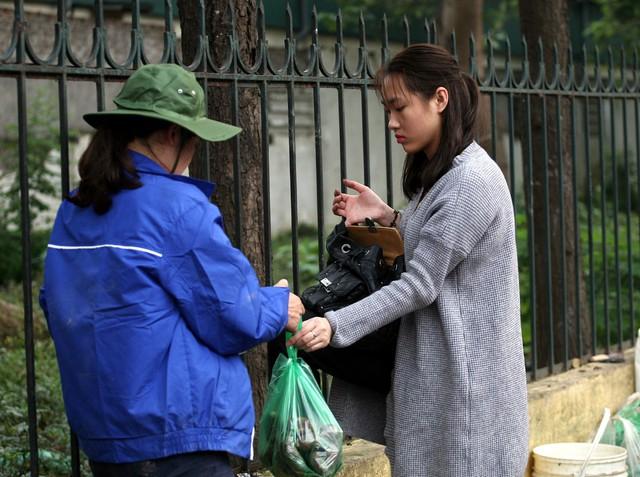 Chương trình đã thu hút nhiều người dân Hà Nội đến mua khoai ủng hộ bà con Phú Thiện.
