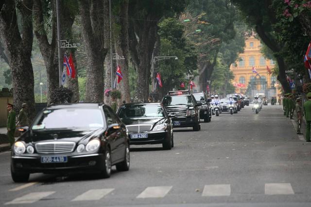 Theo lịch trình, trong buổi sáng nay đoàn lãnh đạo cấp cao Triều Tiên do Chủ tịch Kim Jong-un dẫn đầu đến thăm tượng đài liệt sĩ và viếng lăng Chủ tịch Hồ Chí Minh.