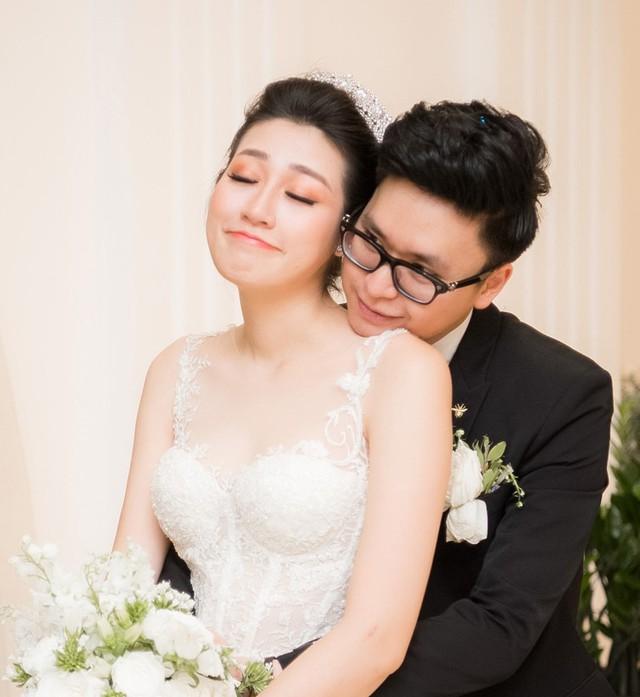 Dù thế nào thì đó là đồn đoán trong quá khứ, hiện tại Tú Anh đã có cuộc sống hôn nhân vô cùng hạnh phúc.