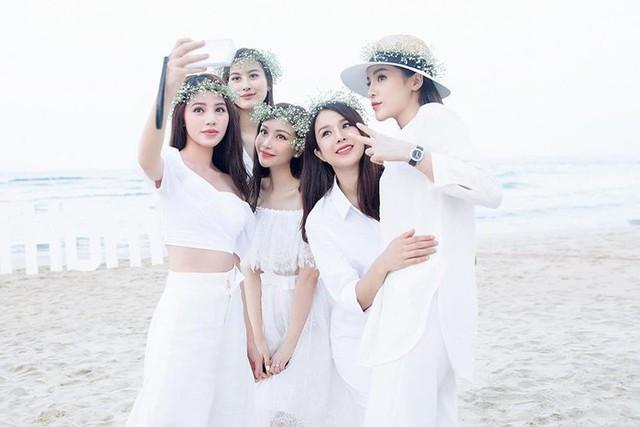 Jolie Nguyễn và Hoa hậu Lam Cúc từng chơi cùng trong nhóm bạn thân nổi tiếng