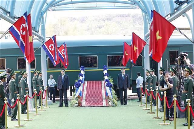 Tất cả đã vào vị trí, sẵn sàng cho Lễ tiễn Chủ tịch Triều Tiên Kim Jong-un về nước, kết thúc chuyến tham dự Hội nghị thượng đỉnh Mỹ-Triều Tiên lần 2 và thăm hữu nghị chính thức Việt Nam. Ảnh: Doãn Tấn/TTXVN