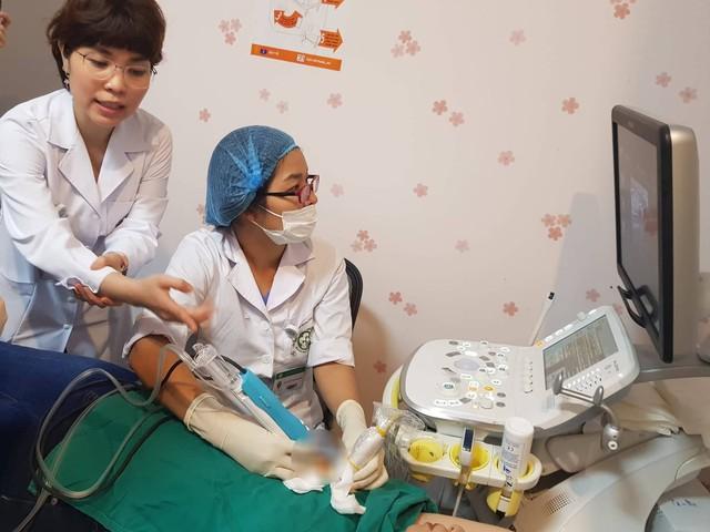 Bệnh viện Bạch Mai áp dụng kỹ thuật chụp X quang tuyến vú giai đoạn sớm và kỹ thuật hút chân không loại bỏ hoàn toàn tổn thương vú. Hiện BHYT chi trả chi phí xét nghiệm, vật tư tiêu hao, riêng chi phí kim hút 6 triệu chưa được BHYT chi trả. Ảnh: Võ Thu