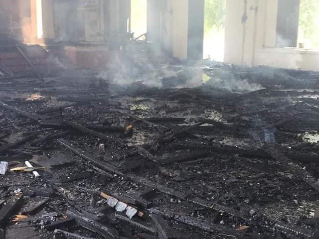 Mất gần 2 tiếng vụ cháy mới được khống chế.