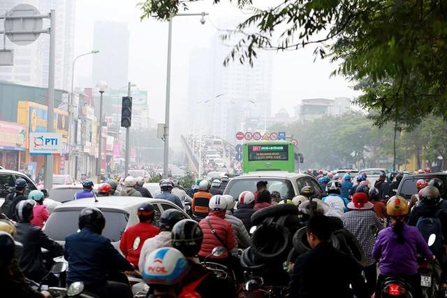 Việc hạn chế xe máy vào giờ cao điểm sẽ giúp đường trở nên thông thoáng hơn, người dân sử dụng dịch vụ buýt nhanh BRT nhiều hơn.