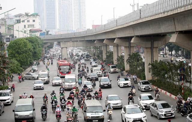 Lộ trình cấm xe máy giờ cao điểm, từ thứ 2 đến thứ 6 nhằm giảm áp lực giao thông cũng như hướng người dân di chuyển bằng tuyến tàu điện.