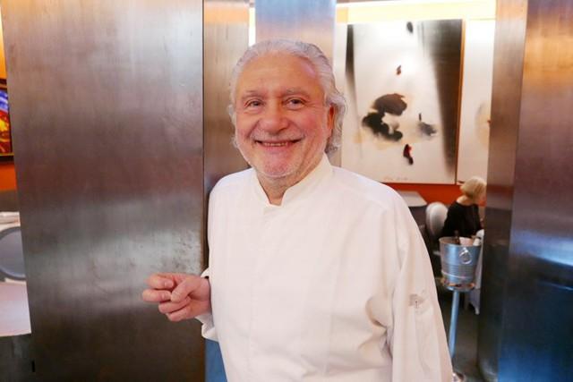 Bếp trưởng Alain Dutournier sở hữu 2 nhà hàng 2 sao Michelin ở Pháp.