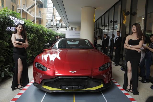 Mẫu xe Aston Martin DB 11 chính thức ra mắt với giá gần 16 tỷ đồng
