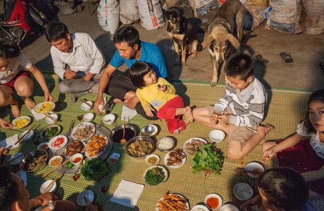Thịt chuột trong bữa ăn tối của người dân. Rất nhiều con chuột đã bị bắt và tiêu thụ như thế này. Ảnh chụp màn hình.