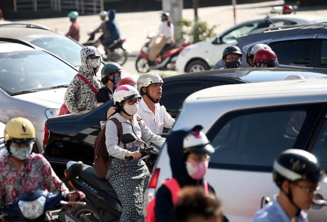 Theo đề xuất sắp tới sẽ hạn chế các phương tiện xe máy di chuyển vào giờ cao điểm ở đường Trần Duy Hưng nhằm hướng đến việc người dân sử dụng các phương tiện giao thông công cộng cũng như giảm bớt tình trạng ùn tắc.