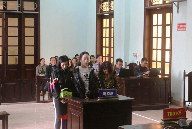 3 cô gái bị tòa đưa ra xét xử về tội Làm nhục người khác