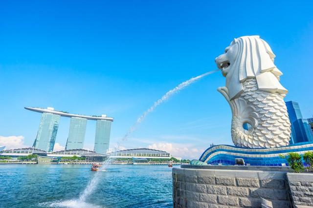 Công viên Merlion Park với tượng nhân sư phun nước ngay trung tâm Singapore.