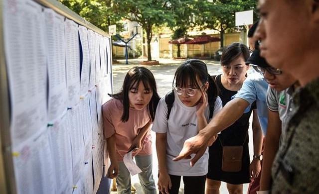 Thí sinh dự thi vào lớp 10 ở Hà Nội. Ảnh: Việt Linh.