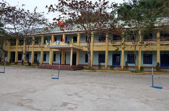 Đến ngày hôm qua, hàng trăm học sinh của trường THPT Tiên Yên vẫn nghỉ học. Ảnh: Lan Anh