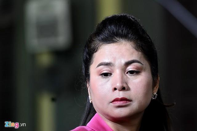 Phút trầm tư của bà Thảo tại phiên tòa sáng nay