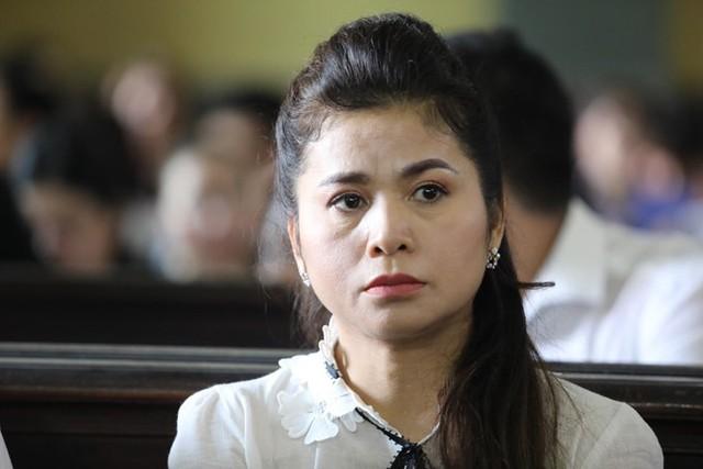 Bà Lê Hoàng Diệp Thảo thất thần khi nghe tòa đọc bản tuyên án chiều 27/3. Ảnh: Ngôi Sao