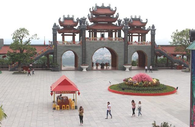 Theo người dân TP. Uông Bí, sau khi xảy ra sự việc, lượng khách đến chùa Ba Vàng có giảm. Ảnh: Đ.Tùy