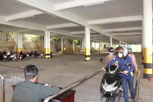 Khu vực gửi xe máy miễn phí của du khách