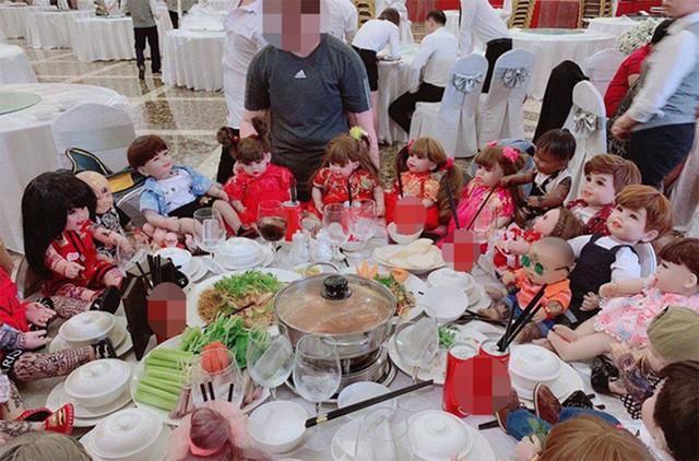Một hình ảnh đang được lan truyền trên Facebook gây hoang mang gần đây khi có hẳn cả một bàn tiệc dành cho Kumathong. Ảnh: TL