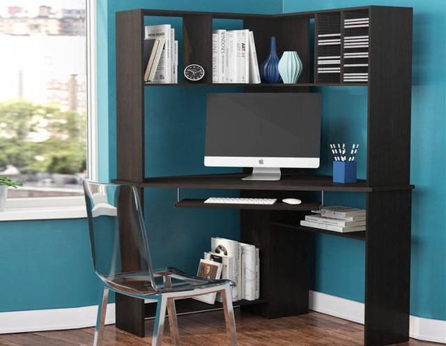 Tận dụng tối đa một góc bằng cách thêm bàn tận dụng không gian tường trên bàn làm việc.