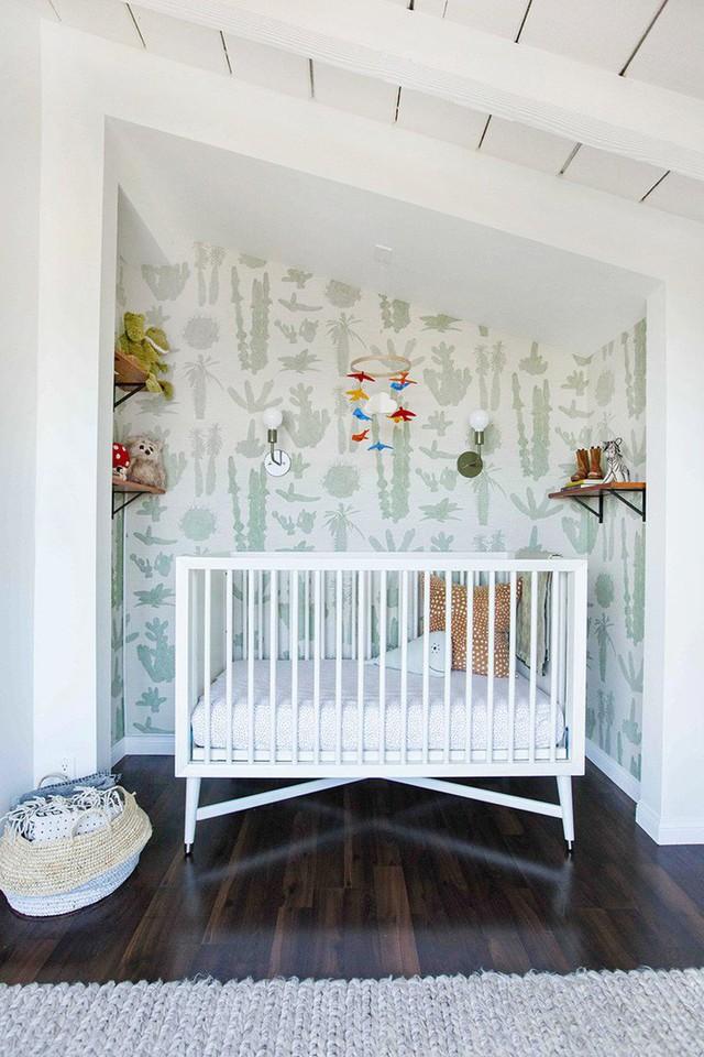 Mẫu giấy dán tường mang chủ đề thực vật vô cùng dễ thương để trang trí phòng của bé.