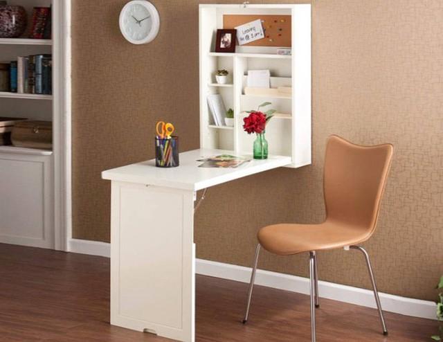 Bàn treo tường được thiết kế tốt này có hình khối và bảng nút chai để giữ cho bạn ngăn nắp. Diện tích bề mặt bàn thực tế giảm xuống, với cánh cửa trở thành chân đỡ. Để xóa khu vực khi hoàn tất, hãy đặt mọi thứ trở lại vào khối và gập thiết bị lại.