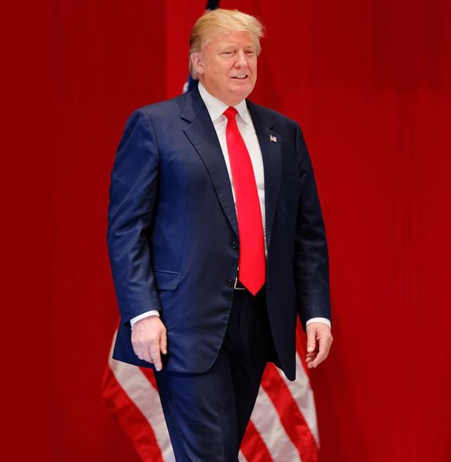 Phong cách thời trang của Tổng thống Trump luôn gắn liền với những chiếc cà vạt màu sắc sặc sỡ.