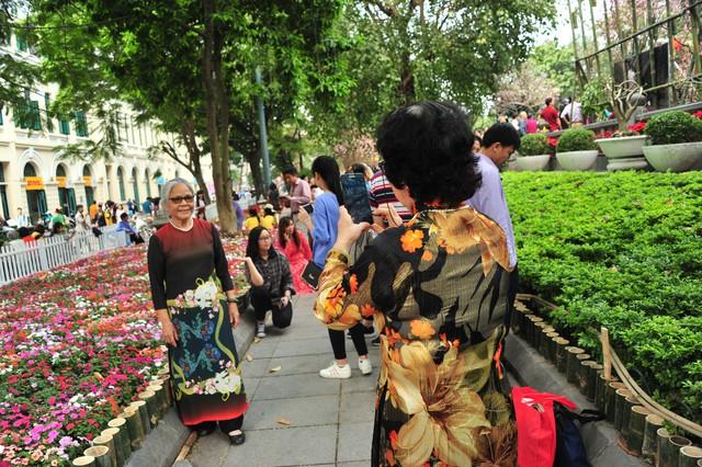 Lễ hội không chỉ có hoa anh đào Nhật Bản mà còn trưng bày nhiều loài hoa đặc trưng của Việt Nam.