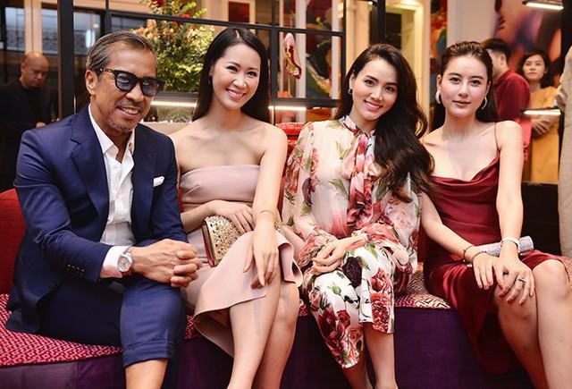 Trang Nhung và Dương Thùy Linh đều đã có gia đình, bận chăm con nhỏ nhưng cả hai vẫn tích cực tham gia các sự kiện của làng giải trí.