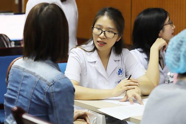 Tư vấn, kiểm tra sức khoẻ của da tại Bệnh viện Da liễu Trung ương