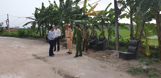 Lực lượng chức năng kiểm soát chặt chẽ tại các chốt kiểm dịch động vật. Ảnh: Minh Phúc