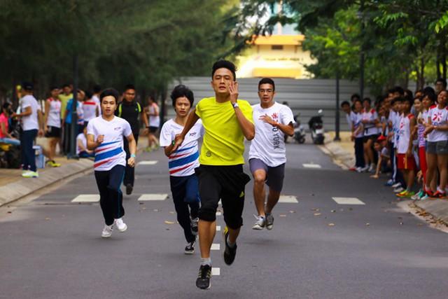 Chương trình Sức khoẻ Việt Nam phát động phong trào 10.000 bước chân mỗi ngày, khuyến khích người dân tham gia và duy trì thói quen vận động thể lực bằng hình thức đi bộ. Ảnh minh hoạ