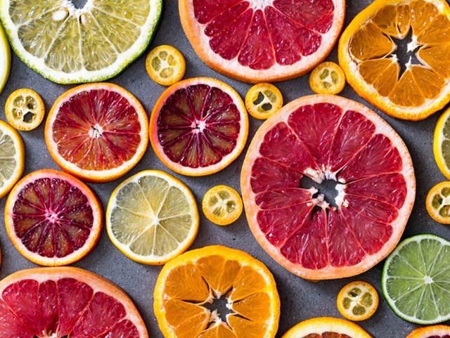 Những dưỡng chất như vitamin C, kali và axit folic trong những loại quả họ cam quýt có thể bảo vệ chúng ta khỏi bệnh mãn tính như ung thư và bệnh tim.