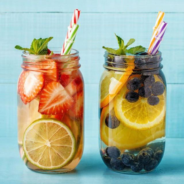 Do chứa khoảng 90% là nước, cam là loại trái cây tuyệt vời giúp bạn ngăn ngừa và giảm mất nước hiệu quả.