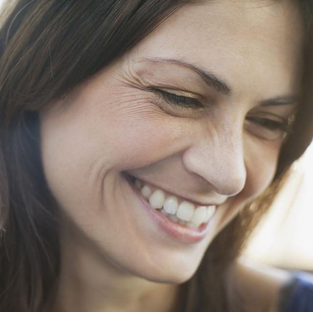 Sử dụng serum vitamin C là bí quyết của các chuyên gia thẩm mỹ nhằm chống lại những dấu hiệu lão hóa da.