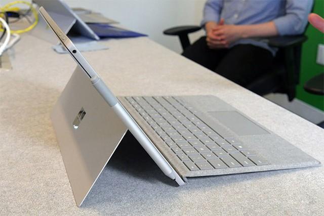 Laptop 2 trong 1 chưa thể đảm đương những tác vụ cần hiệu năng cao. ẢNH: DIGITAL TRENDS