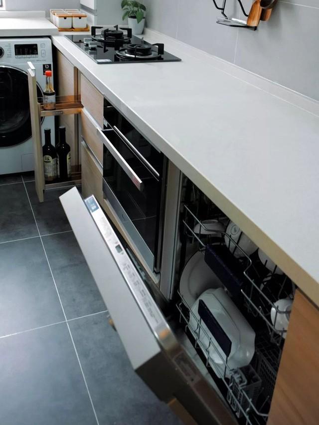 Góc bếp nhỏ vẫn đầy đủ các thiết bị hiện đại.