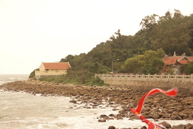Đảo Dấu còn được người dân nơi đây gọi là đảo thiêng. Ảnh: ML
