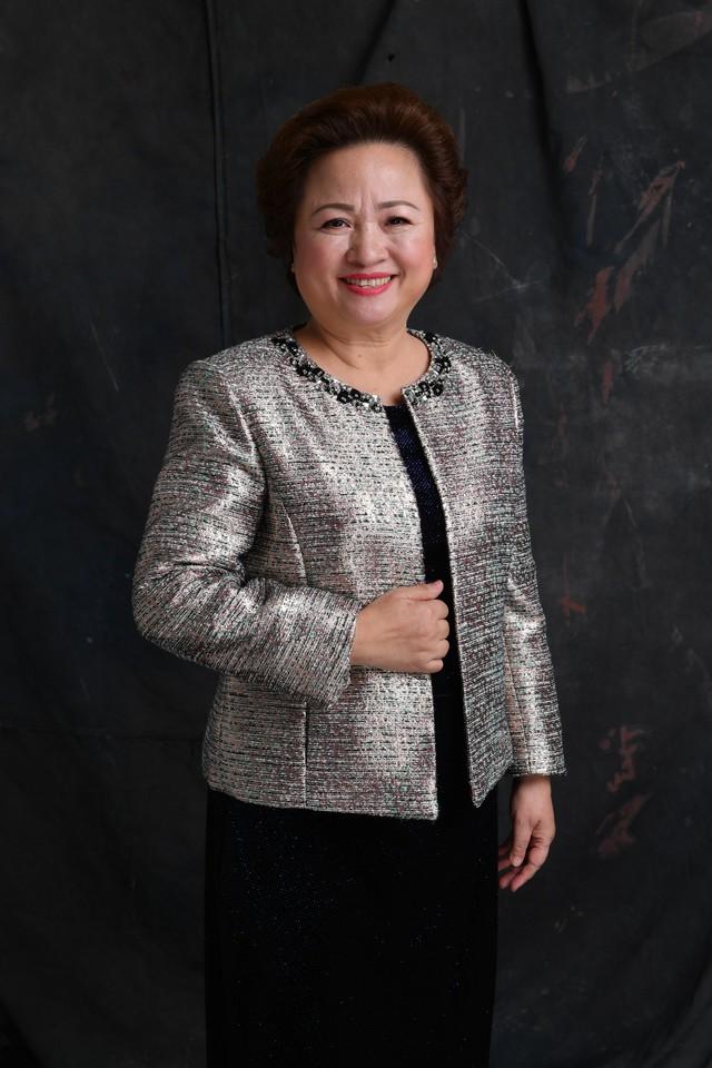 Bà Nguyễn Thị Nga, Chủ tịch HĐQT Tập đoàn BRG chia sẻ việc nấu cơm cho chồng con, chơi với cháu là cách rất tốt để cân bằng cho chính mình.
