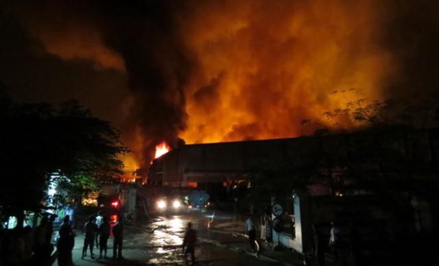 Vụ cháy đã khiến cho căn nhà lợp mái ngói, khung nhà gỗ của 2 hộ liền kề, cùng toàn bộ tài sản trong nhà bị lửa thiêu rụi hoàn toàn. Ảnh minh họa