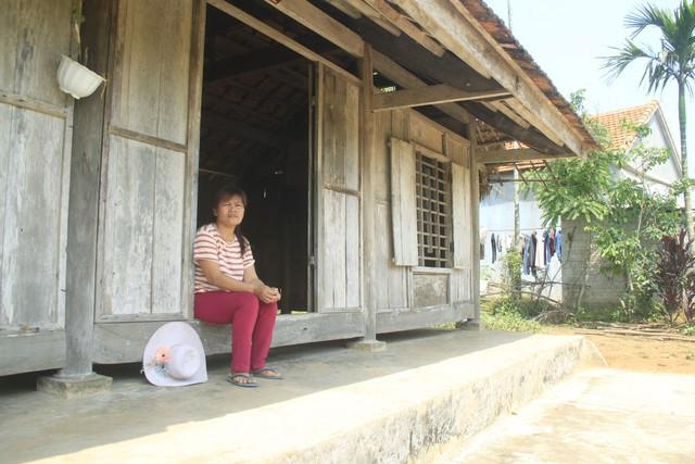 Chị Thìn trở về quê nhà khi bố mẹ đã không còn.
