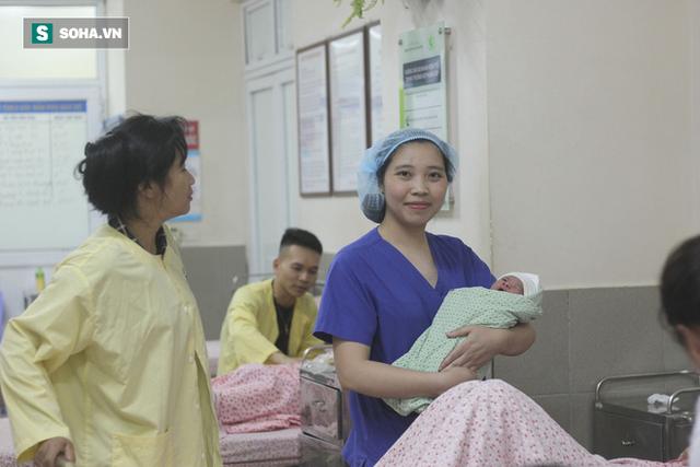 Bác sĩ Trang hạnh phúc khi được nghe tiếng khóc chào đời của trẻ thơ, nhưng cũng ám ảnh với những ca phá thai ngoài ý muốn.